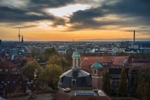Aussicht vom Stadthaus I in den Sonnenaufgang